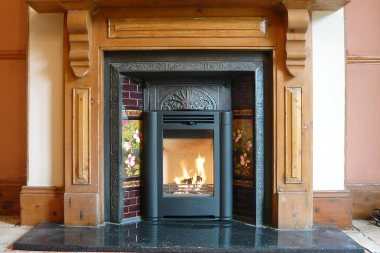 Contura i4 classic in a wood mantle