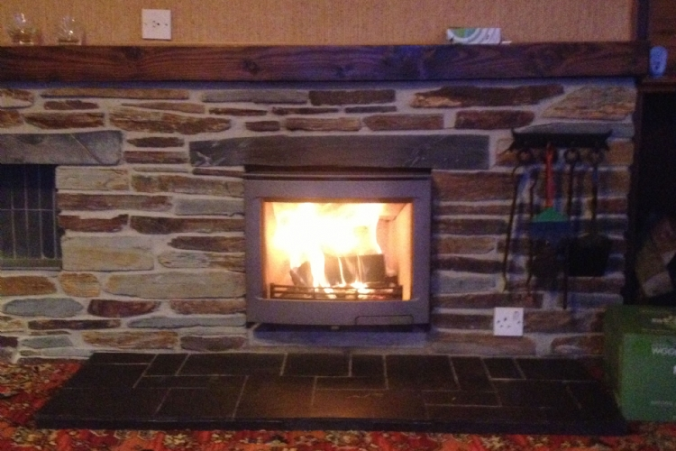 Contura i5 in a traditional slate fireplace