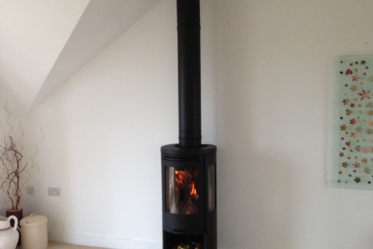Contura 556 on homemade hearth