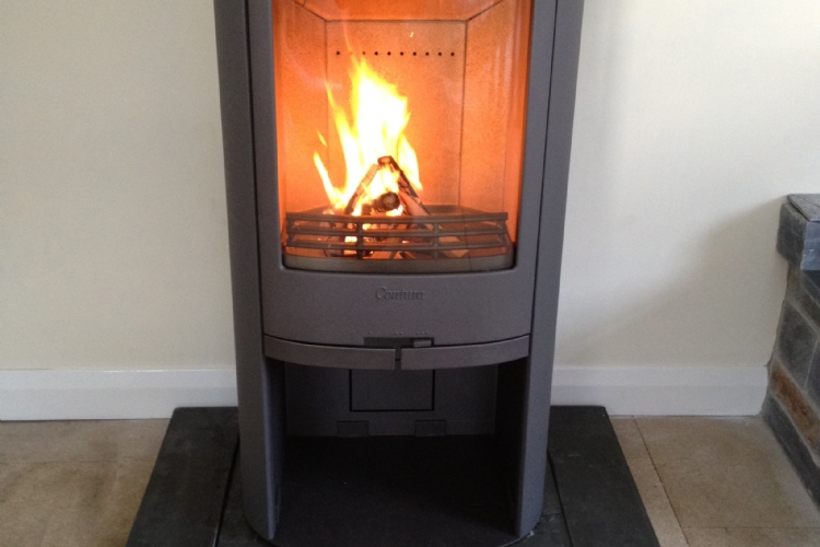 Contura 810 on customers hearth