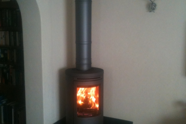 Contura 556 on a tiled hearth