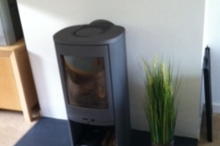 Contura 810 on a honed slate hearth