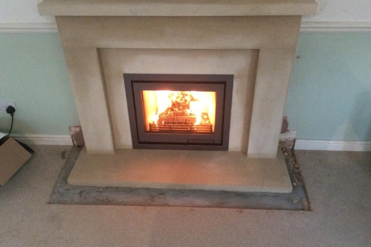 Contura I6 with a Wessex Stone Mantle installed in Cornwall
