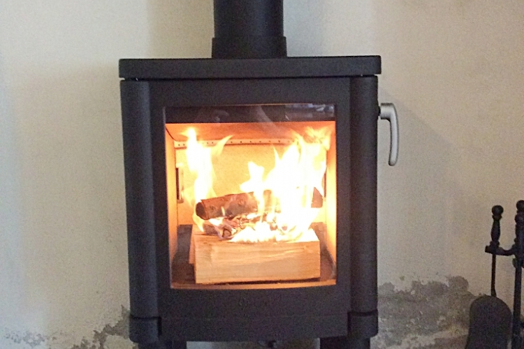 Contura 51 warms up a damp house
