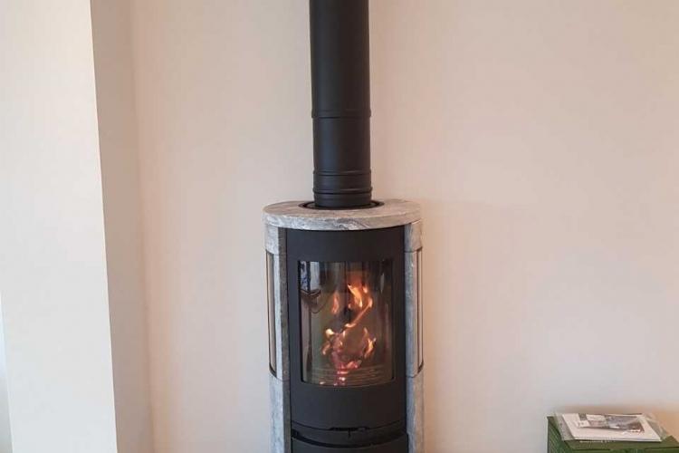 Contura 556T on a D shaped hearth