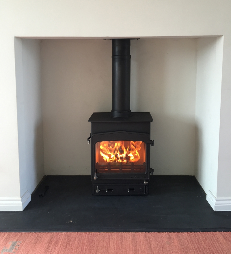Woodwarm Fireview in a moden fireplace