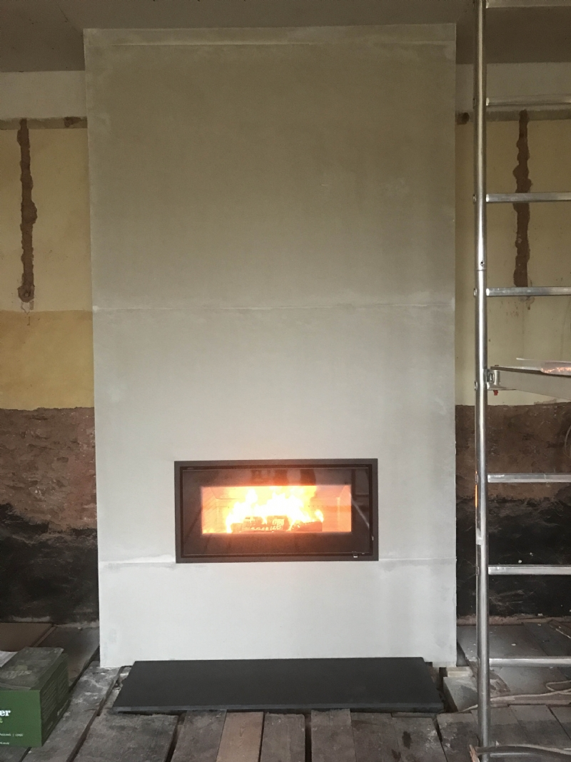 Complete reconstruction of a fireplace