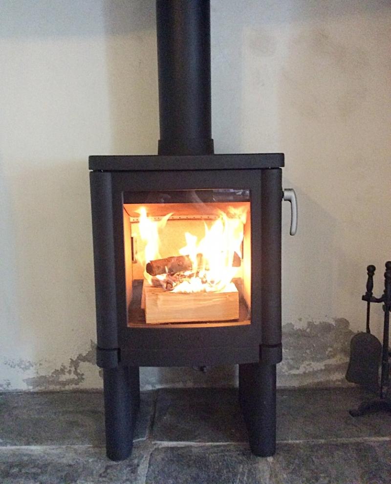 Contura 51 warms up a damp house
